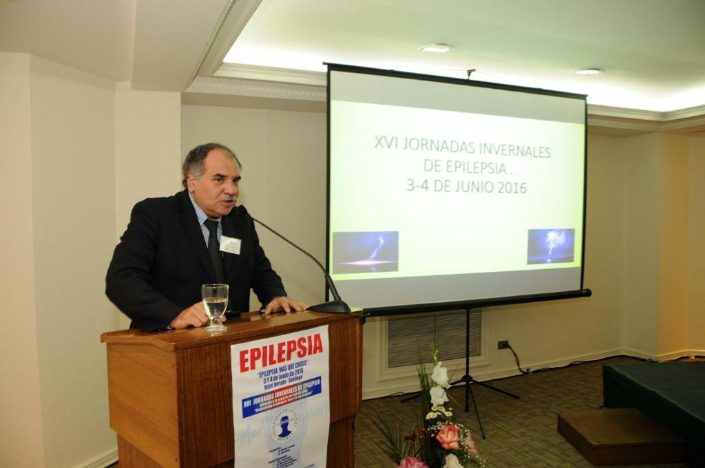 Dr. Osvaldo Olivares (Instituto de Neurocirugía Asenjo) en su presentación sobre epilepsias y conducta.
